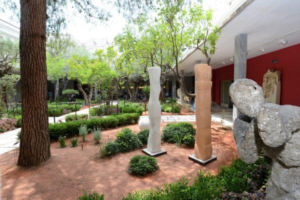 Κύκλος «Αρχαιολογία και Ποίηση». Παρουσίαση της ποιητικής συλλογής του Βαγγέλη Χρόνη  «Τα αγάλματα και οι ψυχές» στο Αίθριο του Εθνικού Αρχαιολογικού Μουσείου